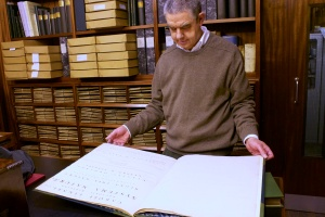 Mike Fitton and a first edition of Linnaeus' Systema Naturae